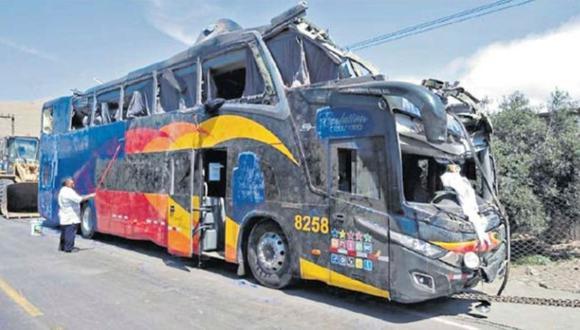 Destrozado. Ómnibus de Cruz del Sur no tenía ni un año de uso. Empresa rechaza que causa principal del accidente haya sido el exceso de velocidad.