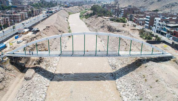 La infraestructura, de 84 metros de extensión, busca mejorar el flujo peatonal entre El Agustino y San Juan de Lurigancho. (Foto: Municipalidad de Lima)