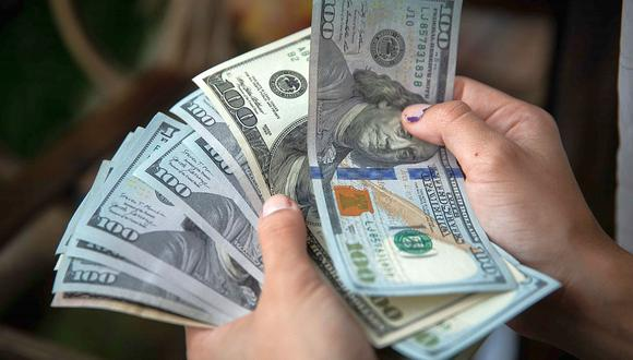 """El """"dólar blue"""" se cotizaba a 176 pesos en Argentina este miércoles. (Foto: EFE)"""