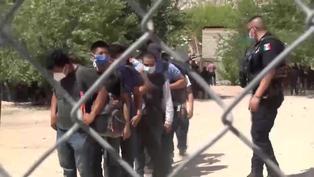 Rescatan a 140 migrantes en México secuestrados cerca de la frontera con EE.UU