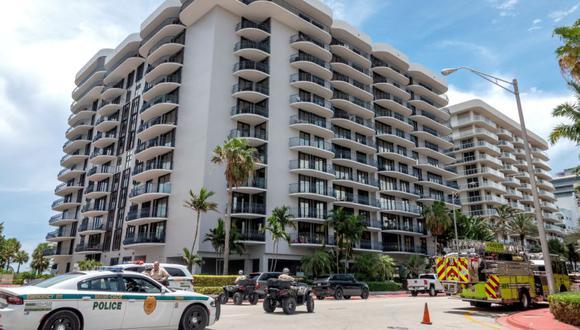 Policías custodian la entrada de Champlain Towers North en Surfside, Florida, Estados Unidos. (Foto: Archivo/ EFE / EPA / CRISTOBAL HERRERA-ULASHKEVICH).