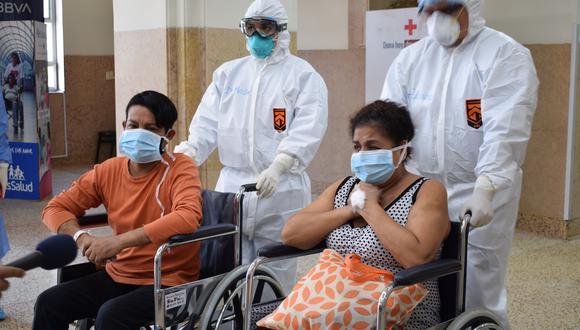 Pacientes del hospital Almenara retornan a sus casas tras vencer al coronavirus. (Foto: EsSalud)