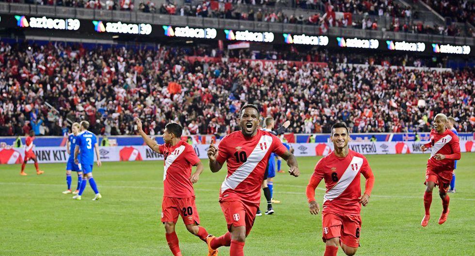 Perú, con Jefferson Farfán como figura, derrotó 3-1 a Islandia. (Foto: AFP)
