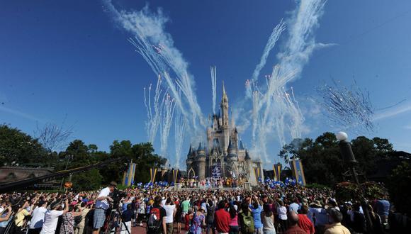 En los últimos días se habían anunciado acuerdos similares con otros grupos de trabajadores de Disney World, que antes de cerrar sus parques, lugares de ocio y hoteles a mediados de marzo por la crisis de salud daba empleo a 77.000 personas. (Foto referencial: EFE/Ron Riccio)