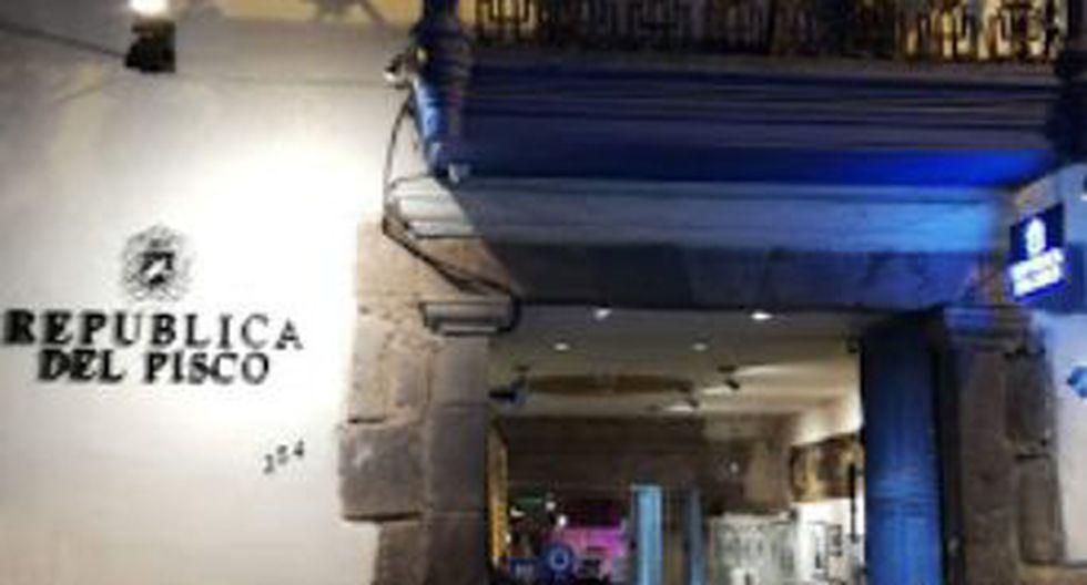 Si prefiere ir por unas copas, tome la calle Plateros, a media cuadra de la Plaza de Armas. Llegará a La República del Pisco
