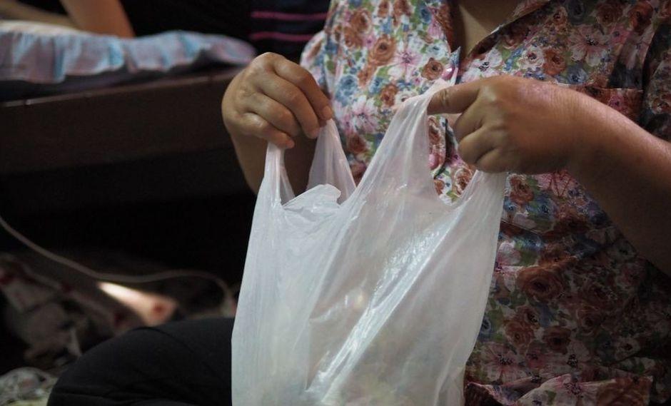 Reutiliza las bolsas que tengas en casa. Lleva siempre contigo una bolsa doblada y en buen estado por si necesitas utilizarla en algún momento. Uno nunca sabe. (Foto: Shutterstock)