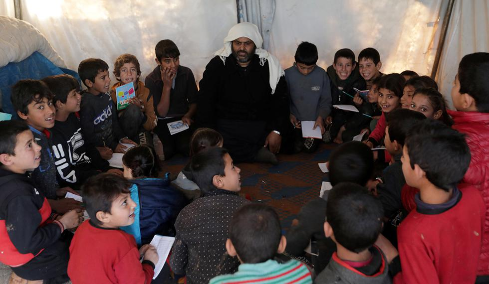 Muchos huyeron de sus hogares junto a sus madres para salvar sus vidas ante los intensos bombardeos aéreos de los aviones sirios y rusos que paralizaron la vida cotidiana y dañaron docenas de escuelas y hospitales. (Foto: Reuters)