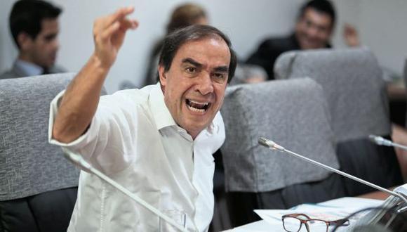 """Parlamentario insistió en que no acosó a la periodista. Según él, las conversaciones revelan que los unía una """"cercana amistad"""". (Foto: Hugo Pérez/GEC)"""
