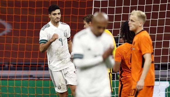 Raúl Jiménez se quejó del arbitraje en el partido entre México y Estados Unidos. (Foto: AFP)
