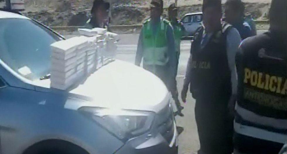Agentes incautaron 51 kilos de clorhidrato de cocaína colocada al interior de un vehículo. (Captura: Canal N)