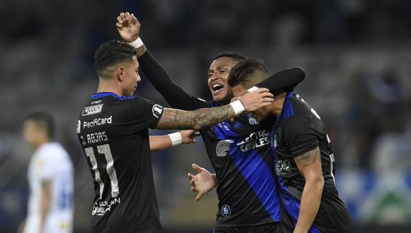 El ecuatoriano Emelec logró su pase a octavos de final de la Copa Libertadores al vencer este miércoles por 2-1 en su visita al brasileño Cruzeiro. (Foto: AFP)