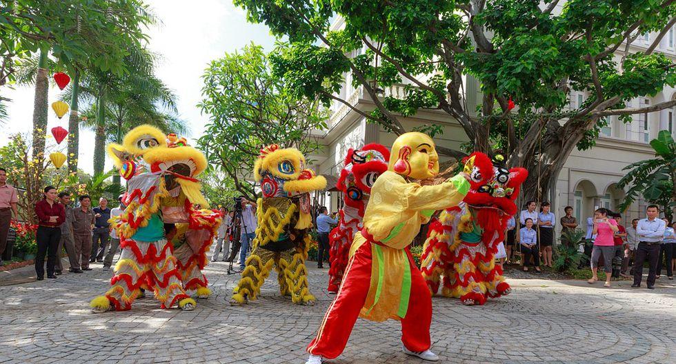 El Año Nuevo Chino también se celebra en las calles, donde comparsas acompañan a los dragones y leones a visitar los negocios. (Foto: Pixabay)