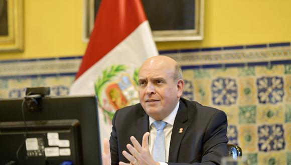 El canciller Mario López Chávarri participó en un evento organizado por el Minsa para conseguir en diferentes ámbitos una vacuna contra el COVID-19.