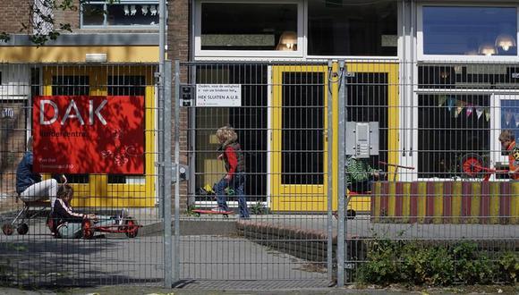 Países Bajos extiende hasta febrero cierre de colegios y actividad no esencial para frenar contagios de coronavirus. (EFE/ Imane Rachidi).