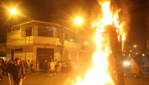 SJM: más de mil soles de multa por quemar muñecos en Año Nuevo