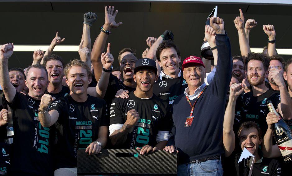 El fallecido ex piloto de la Fórmula 1 convenció a Lewis de fichar por Mercedes y le dio tranquilidad a Rosberg para lograr el título del 2016. (Foto: AP)