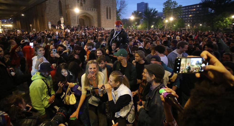 Belgium: police disperse crowd celebrating end of curfew in Brussels due to coronavirus