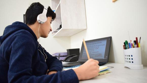 Los postulantes a la Beca 18-2022 deben acreditar que son de escasos recursos para poder acceder a ella. Todo el proceso de postulación se realiza de manera virtual (Foto: Andina)