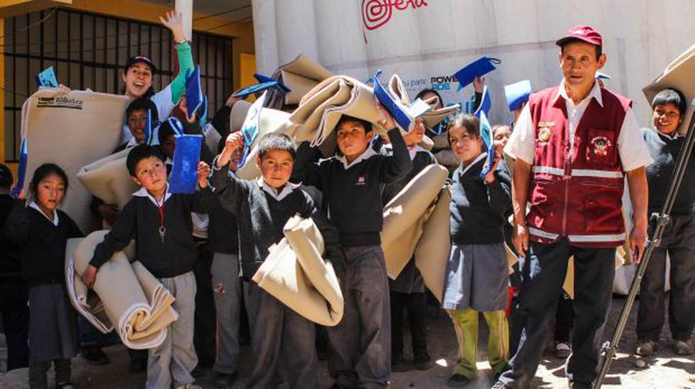 Entregan 100 frazadas de plástico reciclado en Yauyos - 2