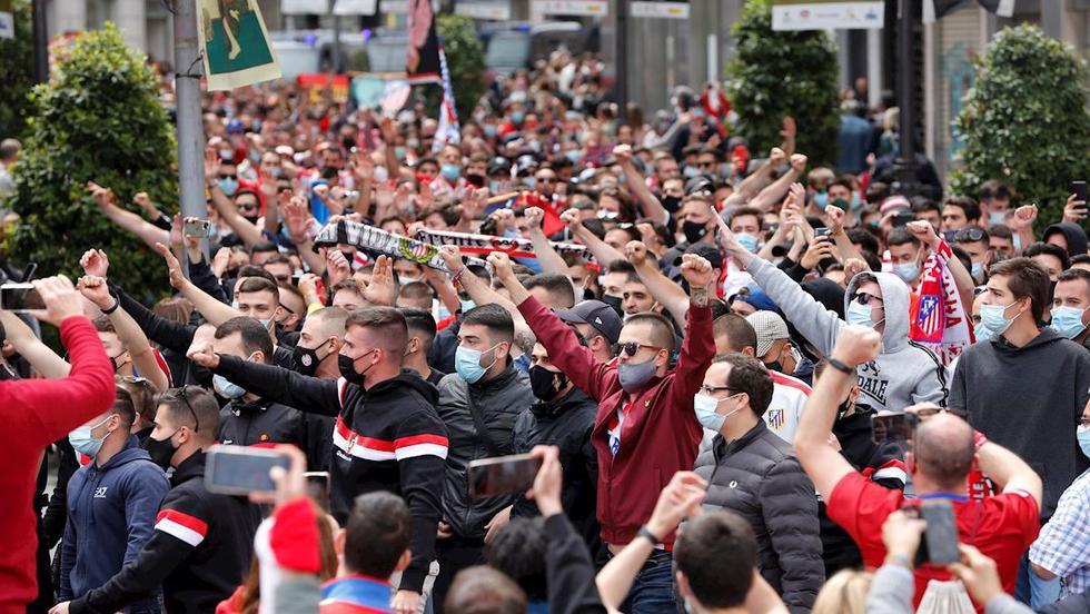 Hinchas del Atlético de Madrid toman las calles de Valladolid. (Foto: EFE)