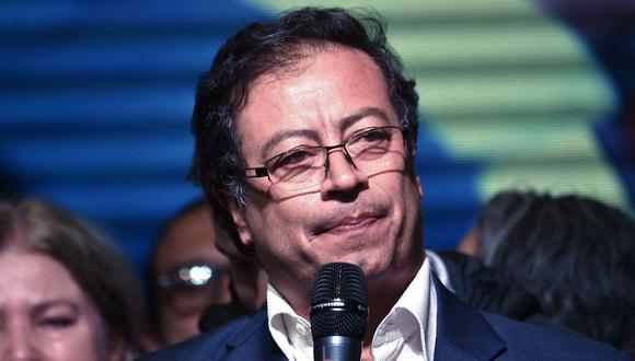 Líder izquierdista Gustavo Petro lidera la intención de voto presidencial en Colombia, según encuesta. (Foto: LUIS ROBAYO / AFP).