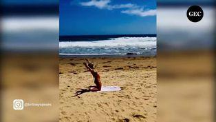 Britney Spears cautiva a fans practicando yoga en la playa
