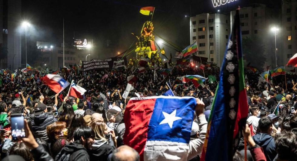 Plebiscito Nacional Chile 2020 EN VIVO | Miles toman las calles de Chile  para festejar el fin de la Constitución de Pinochet | Plaza Italia |  Sebastián Piñera | plaza Baquedano |