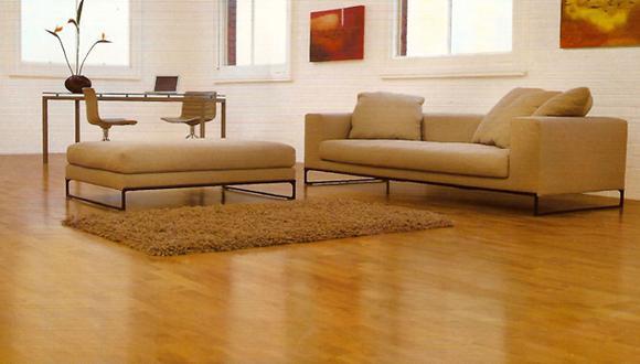 Los pisos laminados imitan el aspecto de la madera. Tienen alta resistencia, de fácil instalación y poco mantenimiento. (Foto: planos-de-casas.net)