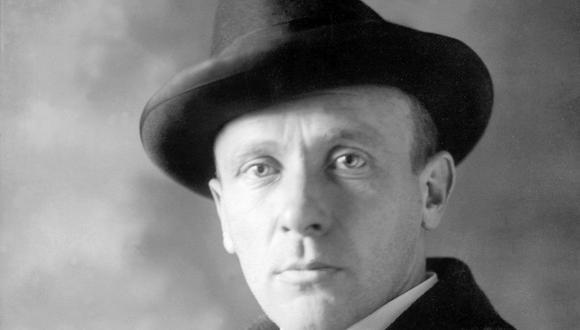 Bulgákov murió en 1940, a los 49 años, sin ver su obra maestra publicada.