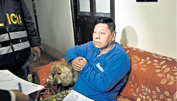 A las 2:30 a.m. de ayer, la policía detuvo al alcalde del distrito de Ricardo Palma, Ismael Fernández. En simultáneo se capturó a cinco funcionarios que serían sus cómplices.  (Foto: Mininter)