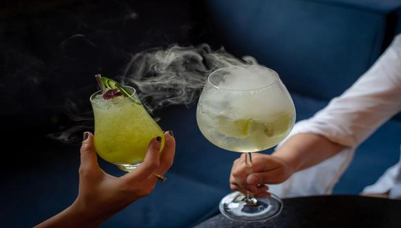 Brinda en casa con los cocteles que expertos bartenders nos enseñan a preparar. / Foto: Bar Carnaval.