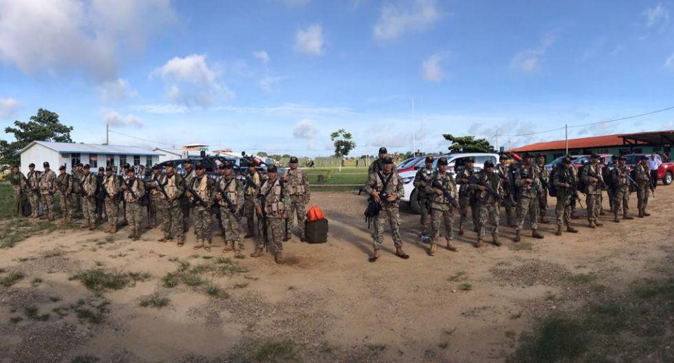 Personal de fuerzas especiales del fuerte Pachacútec colaboraron con el traslado de material electoral. (Foto: Manuel Calloquispe Flores)
