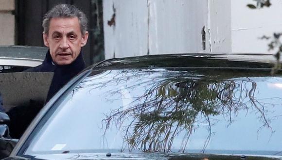 Nicolas Sarkozy a su salida del juzgado donde fue interrogado por la presunta financiación ilícita de su campaña del 2017. (Reuters).