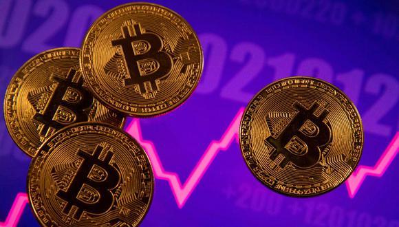 Hasta hace unas semanas, para invertir en bitcoin se tenía que recurrir solo a plataformas digitales y broker extranjeros, entre otros, pero hoy puede hacerse mediante la bolsa de Lima. (Foto: Reuters)