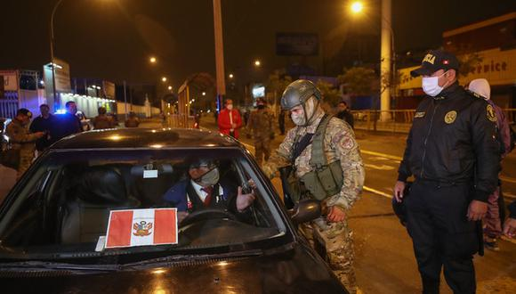De incumplir lo dispuesto por el Gobierno, un policía aplicará una sanción económica. (PNP). (Foto: Gob.pe)