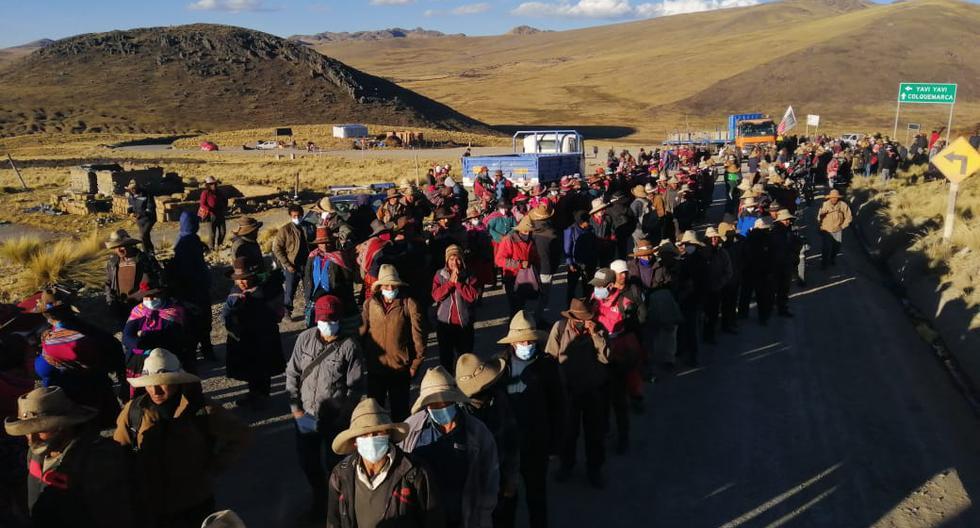 Las comunidades campesinas de Chumbivilcas bloquean el corredor minero desde el 23 de julio. Han reportado 15 heridos por perdigones. (Derechos Humanos Sin Fronteras Cusco)