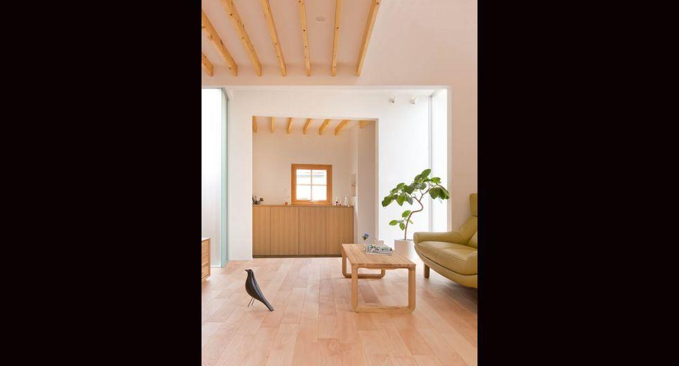 El mobiliario se encuentra lejos de la cocina y sala.(Fuji-shokai, Masahiko Nishida / alts-design.com)