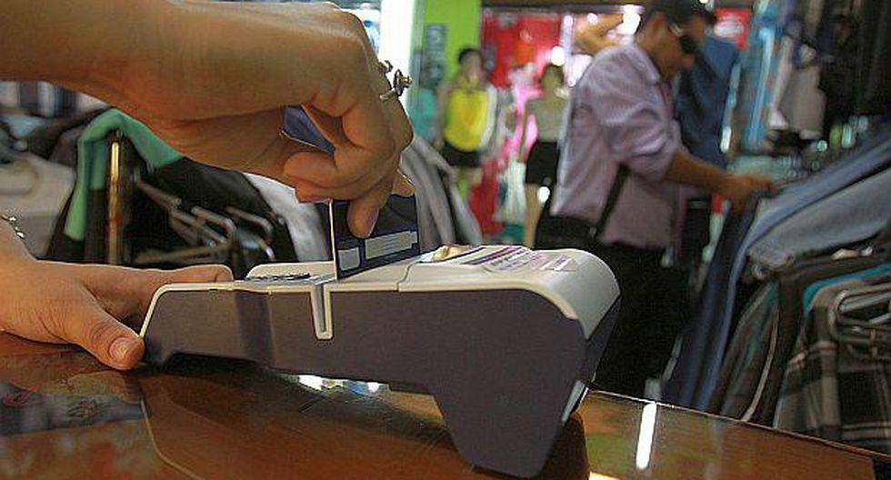 Estadounidenses ya pueden pagar con tarjeta de débito en Cuba