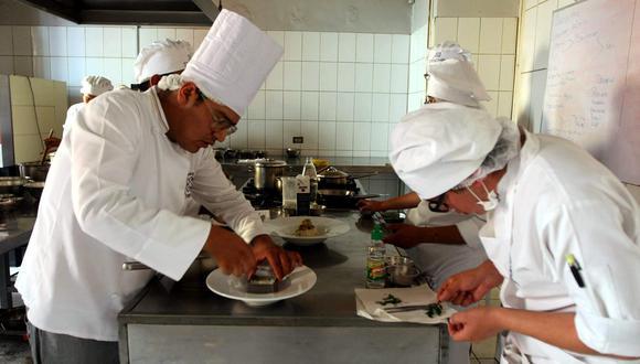 Algunos sectores, como el de restaurantes, ya reanudó sus operaciones. FOTO: HEINER APARICIO