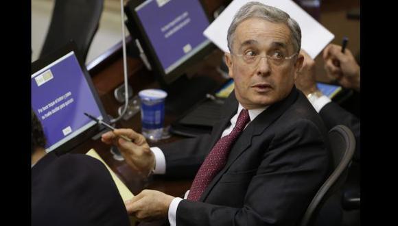 Uribe es acusado de complicidad con el narco Pablo Escobar