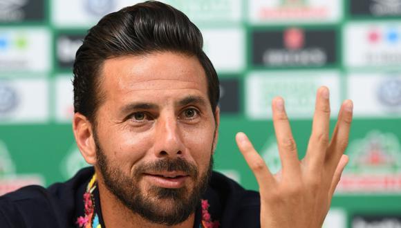 Claudio Pizarro cerró la puerta de una posible vuelta al fútbol peruano. Tras 20 temporadas en Europa, le puso fin a su carrera. (Foto: AFP)