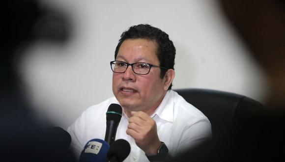 El periodista nicaragüense Miguel Mora habla durante una conferencia de prensa en Managua, el 13 de diciembre de 2019. (Foto de Inti OCON / AFP).