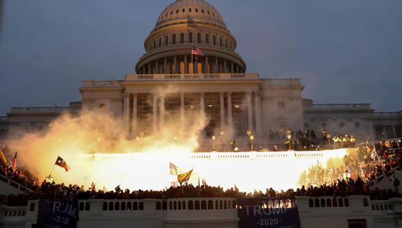 """""""Desde la Guerra de Independencia, cuando las fuerzas británicas irrumpieron en el Capitolio para incendiarlo (1814), no se había visto ese nivel de violencia, alimentada por teorías conspirativas de todo calibre"""". (Foto: Reuters)."""