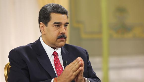 El líder chavista, que al menos hasta el 2018 rechazó el uso del dólar en la economía, señaló que está evaluando las transacciones en dólares. (Foto: EFE)