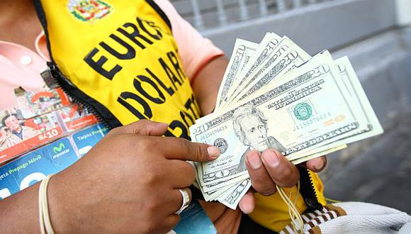 El dólar cerró a S/.3,219 y marcó un nuevo máximo desde el 2009
