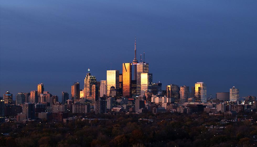 Canadá. Es el segundo país más extenso y posee una fusión de tradiciones. Otawa es su capital, pero Toronto (en la foto) es la ciudad más poblada. (Foto: Wikimedia Commons)