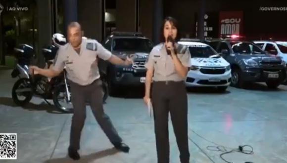 El capitán Duarte exhibió espontáneamente su dominio del baile durante un directo transmitido en YouTube para recaudar alimentos para los más necesitados. (Foto: Captura de video)