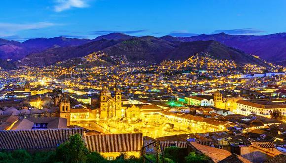 Cusco. La ciudad imperial tiene una serie de atractivos que pueden conquistar a cualquier turista. Es indispensable recorrer sus calles empedradas, la fortaleza de Sacsayhuamán y el mercado de San Pedro, pero también dejarse envolver por su noche. Cerca de la plaza de armas hay una serie de bares y discotecas que de seguro te armarán la fiesta. (Foto: Shutterstock)
