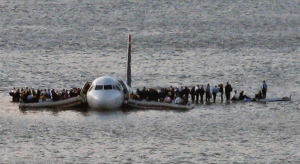 Este martes se cumple el décimo aniversario del episodio. El vuelo 1549 partió de LaGuardia con el copiloto de Sullenberger, Jeffrey Skiles, en los controles, tres asistentes de vuelo y 150 pasajeros a bordo. (AP).