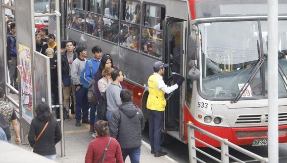 ACTU pidió una autorización para que en cada bus solo viajen pasajeros sentados y veinte personas paradas, como máximo.
